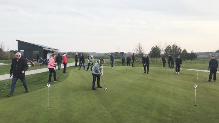 20 nye kaniner kom på græs i Aars Golfklub