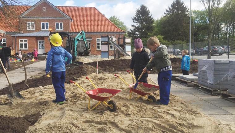 Børnene i Blære får meget mere legeplads at lege på