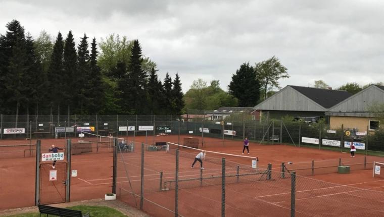 Dag og nat for Aars Tennisklub