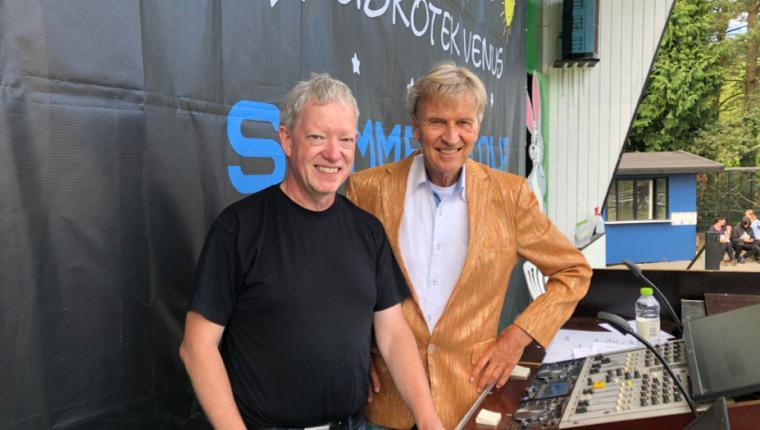 DJ fra Aars fik lokalt besøg på Bornholm