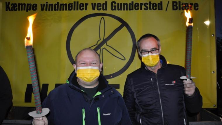 Tændte fakler mod vindmøller i Aars