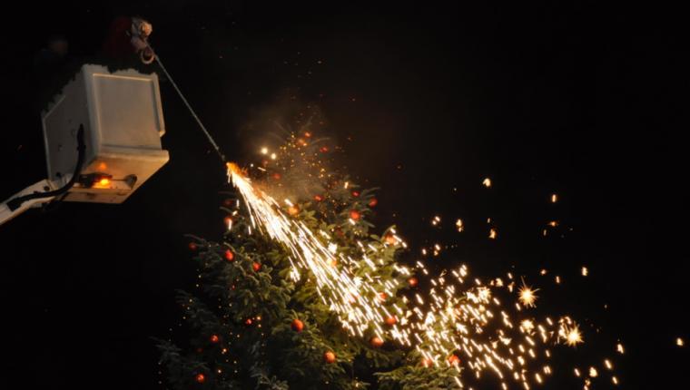 Aars fik lys i juletræet