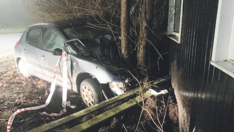 Bil totalskadet i voldsomt uheld på Støberivej i Aars