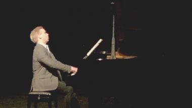 Pianist var gæst på gymnasiet i Aars