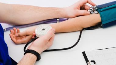 Fem unge læger ser på Vesthimmerland
