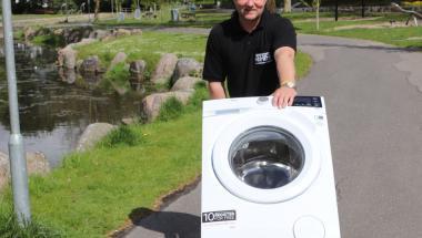 Rullende vaskemaskine i Aars Lystanlæg støtter Stafet for Livet