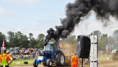 Der blev sat tilskuerrekord ved traktortræktræf i Aars