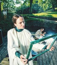 Teater om Anna Ancher i museumssalen i Aars